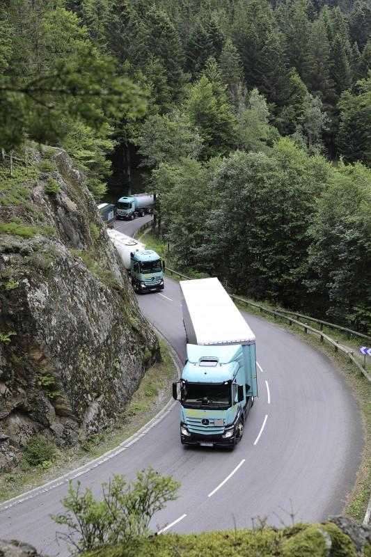 Ensemble de véhicules route des Crêtes